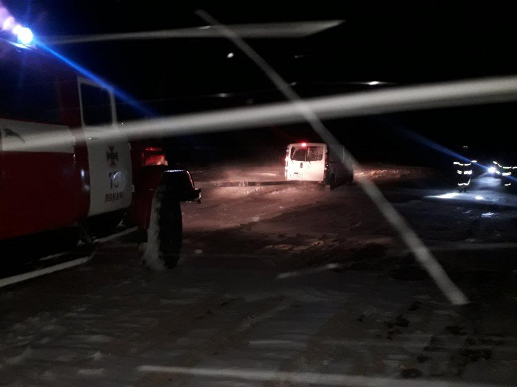 На Волині рятувальники надали допомогу двом водіям, які постраждали через негоду