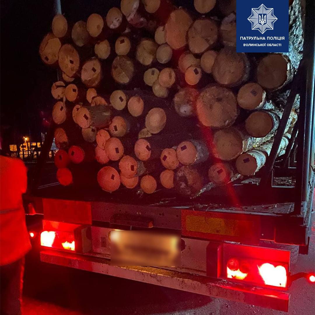 Волинські патрульні виявили незаконне перевезення деревини