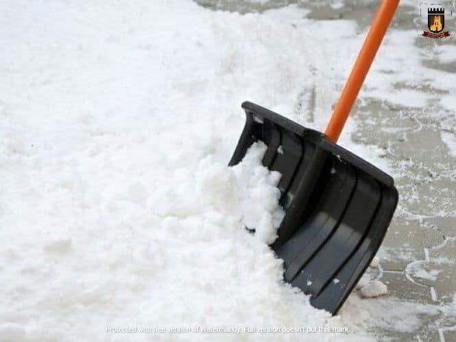У Луцьку муніципали нагадують власникам закладів про розчищення тротуарів від снігу