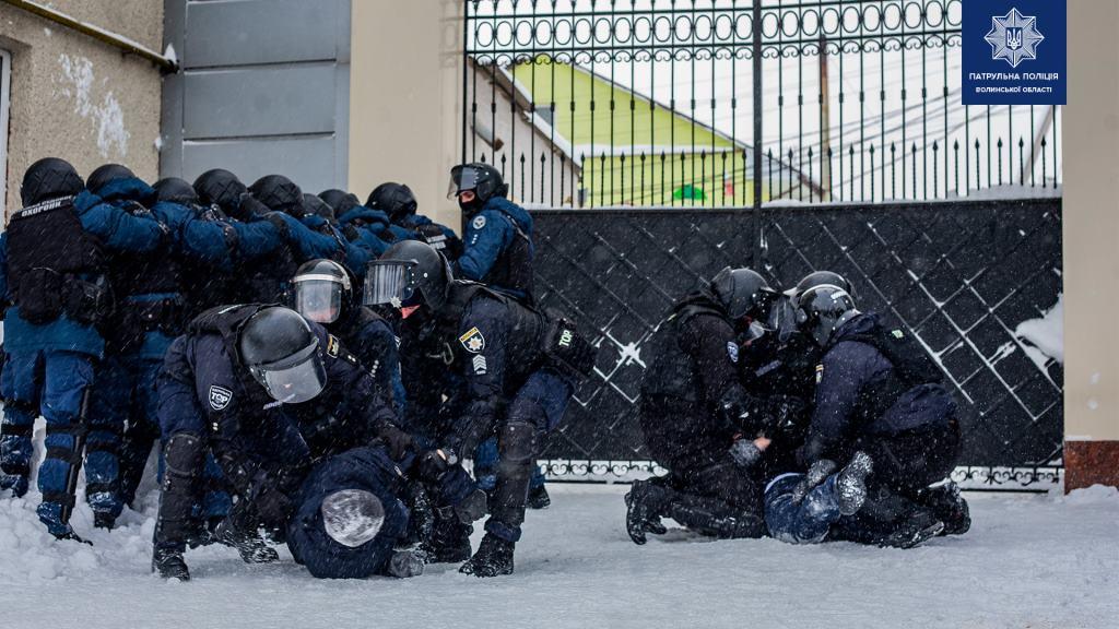 У Луцьку силовики навчалися діяти у небезпечних умовах