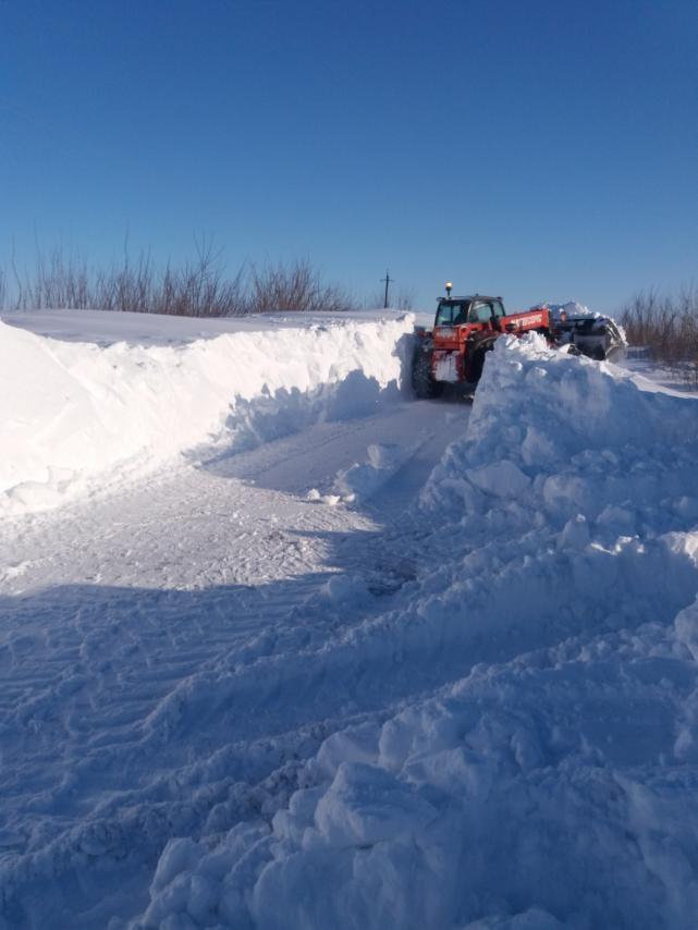 На Волині прочищають дорогу до сіл, які були заблоковані сніговими заметами. ВІДЕО