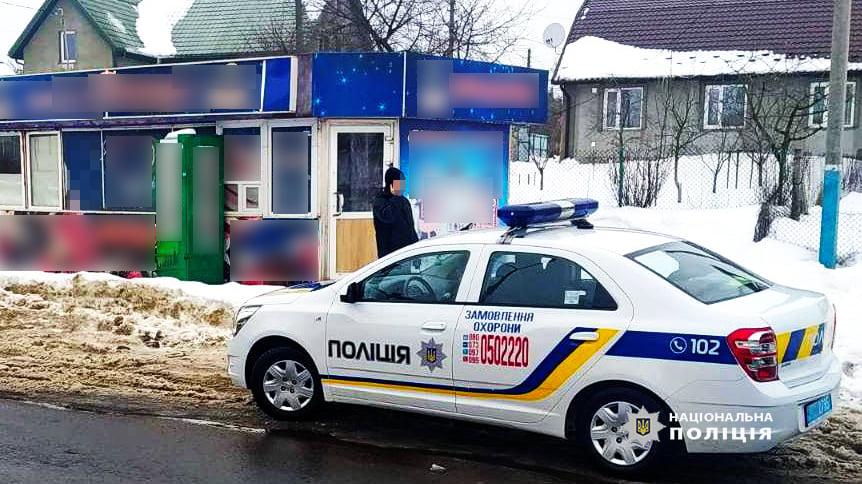 У Володимирі-Волинському на гарячому спіймали зловмисника, який хотів обікрасти магазин
