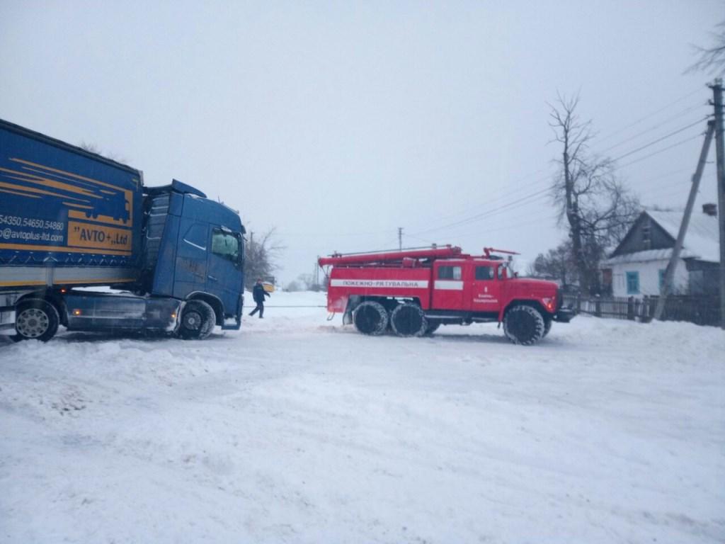 За добу на Волині звільнили зі снігового полону понад 80 автомобілів