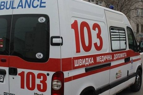 Поблизу Луцька рятувальники відбуксирували авто швидкої, яке транспортувало пацієнта до лікарні