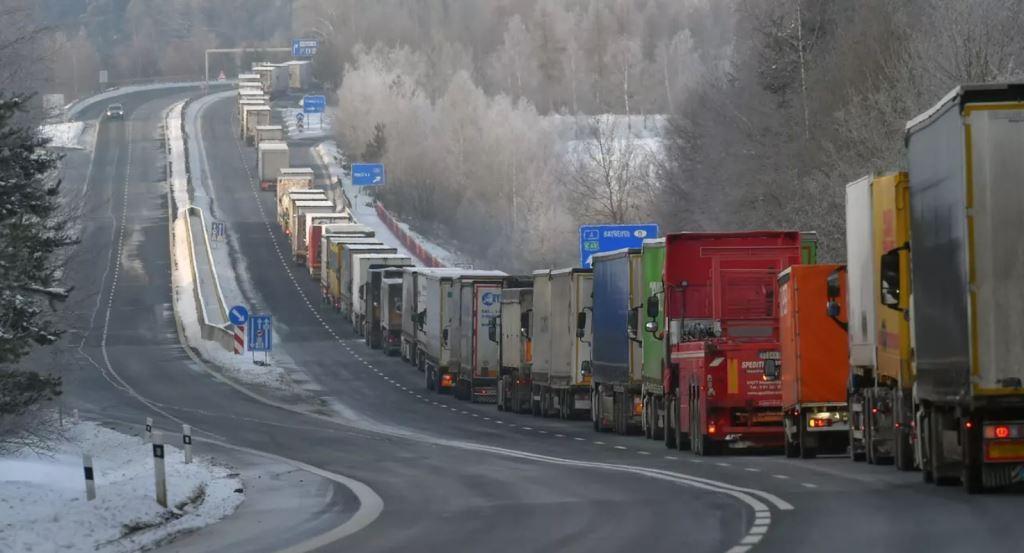У Чехії закликають Німеччину послабити суворі правила в'їзду, що призвели до черг на кордонах