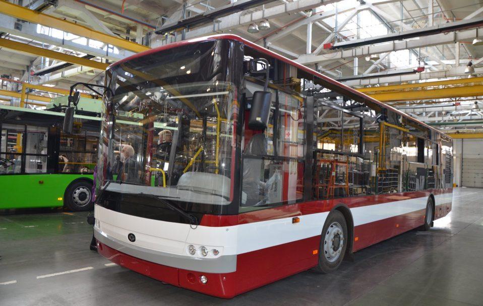 На баланс ЛПЕ передали три нових тролейбуси