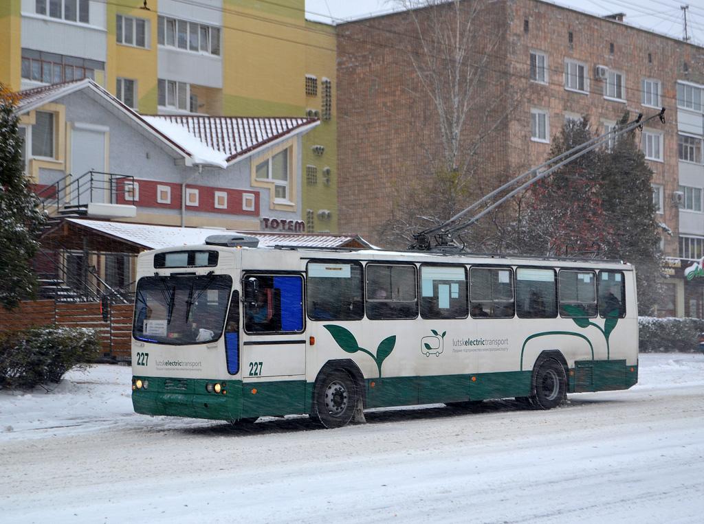 У Луцьку ремонтуватимуть тролейбуси за понад 100 тисяч