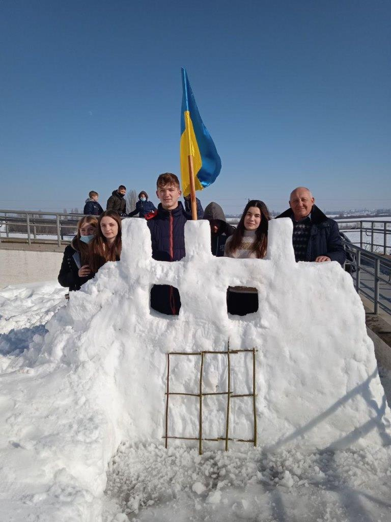 У селі поблизу Луцька ліпили снігові скульптури