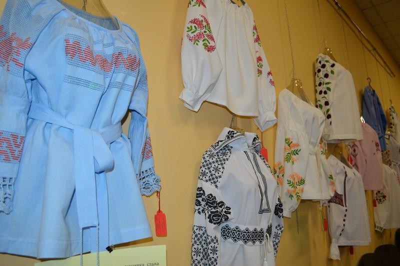 У Ковелі майстриня Тетяна Ведмедюк презентує виставку «Український орнамент від родини Косачів»