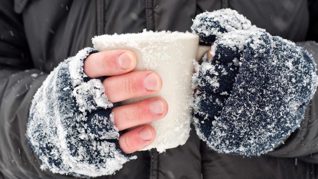 На Волині поліцейські надали допомогу чоловіку, який безпорадно лежав на холоді