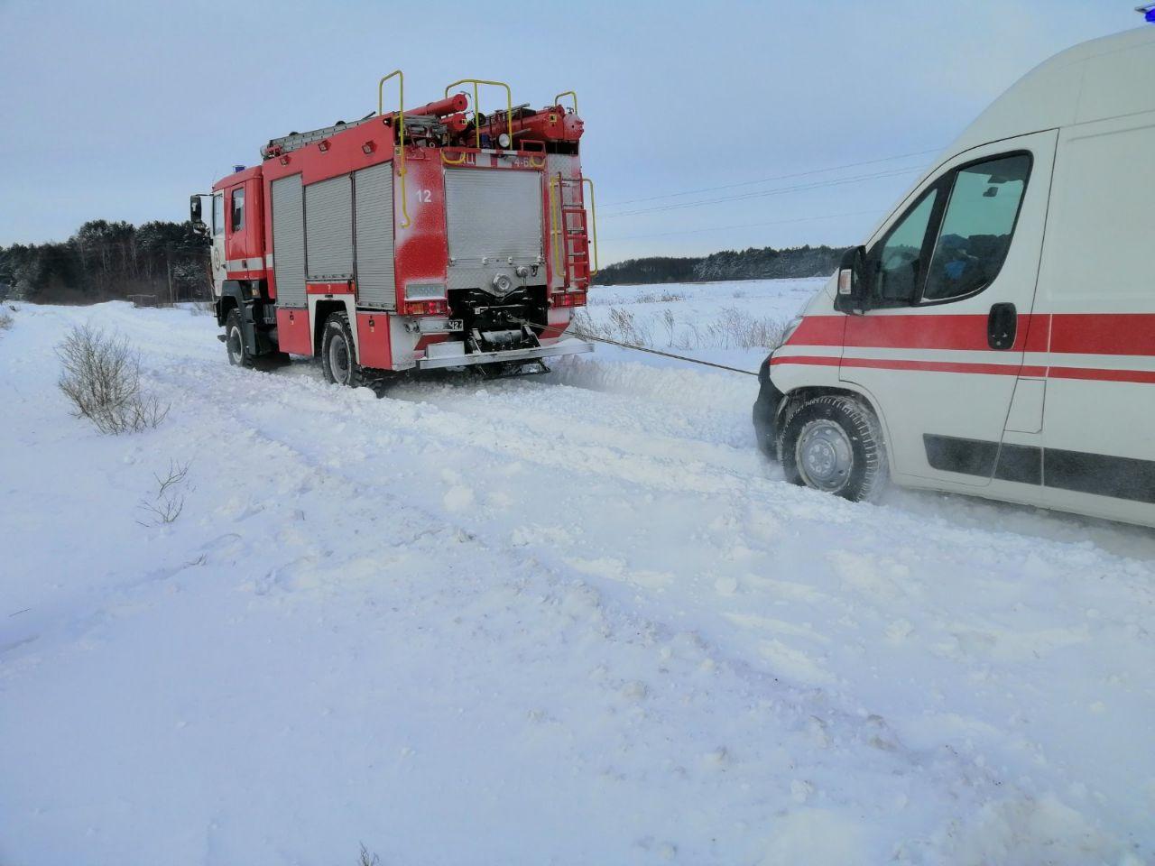 На Волині рятувальники допомогли доправити важкохвору жінку до лікарні