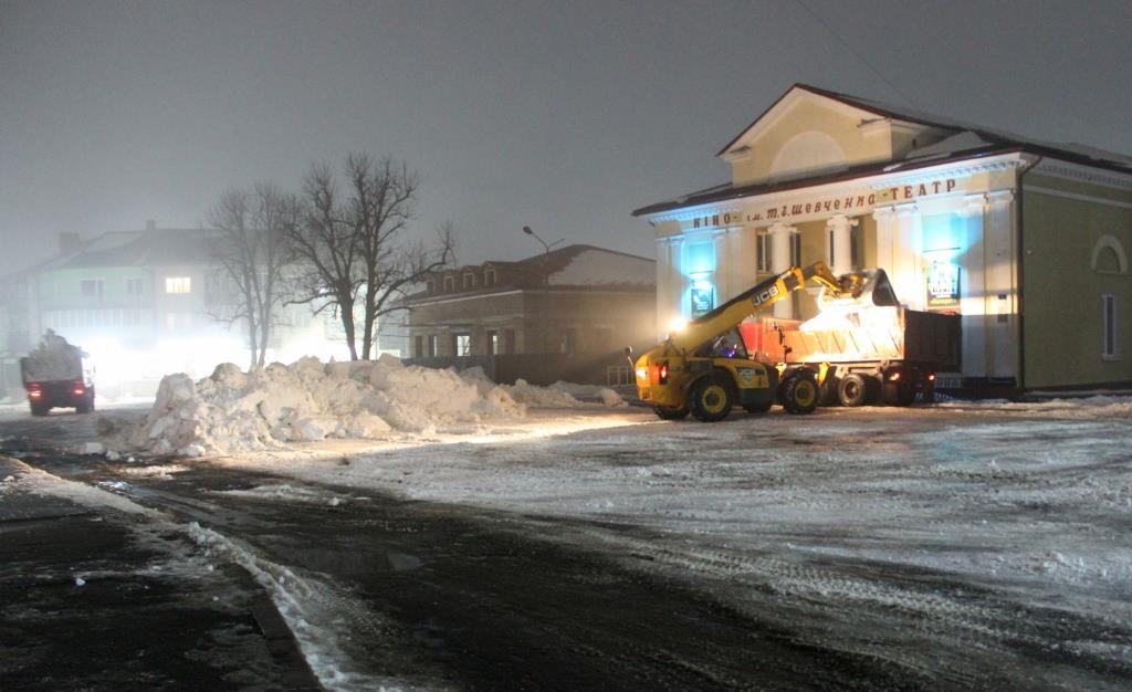 У Володимирі-Волинському продовжують роботи з очистки вулиць від снігу