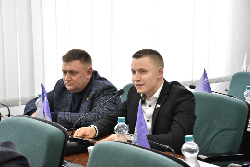 Депутати Луцькради виступили за вилучення з бібліотек книги «Принцеса+принцеса: довго і щасливо»
