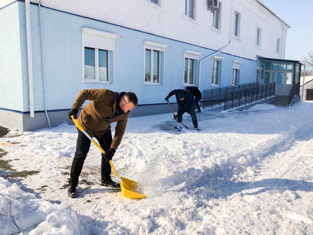 У Нововолинську міський голова та працівники установ долучилися до «Снігової толоки»