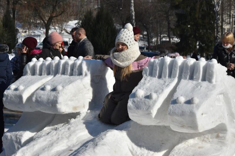У Луцьку завершився пленер «Снігова скульптура»