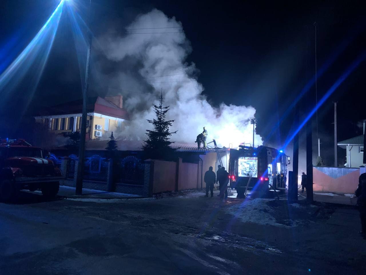 У Володимирі півночі гасили пожежу