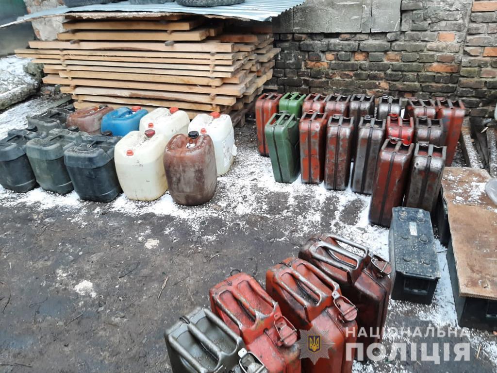 У Луцьку викрили підпільну АЗС та міні-цех з виробництва алкогольного фальсифікату