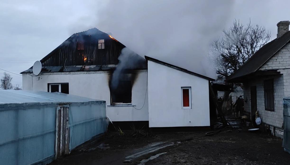 Під час гасіння пожежі у житловому будинку на Волині виявили тіла двох людей