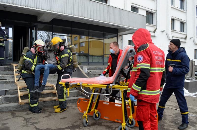 У Луцьку в готелі «Світязь» рятувальники тренувалися гасити пожежу