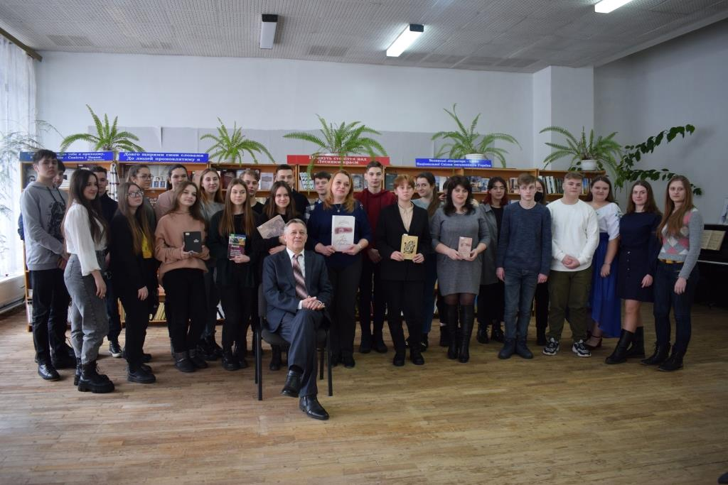 У Луцьку заслужений артист України Василь Гриб читав поезії Ліни Костенко