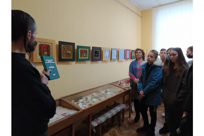 У Луцькій громаді відкрили виставку іграшок з минулих століть