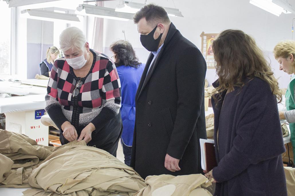 Мер Нововолинська оглянув швейну фабрику