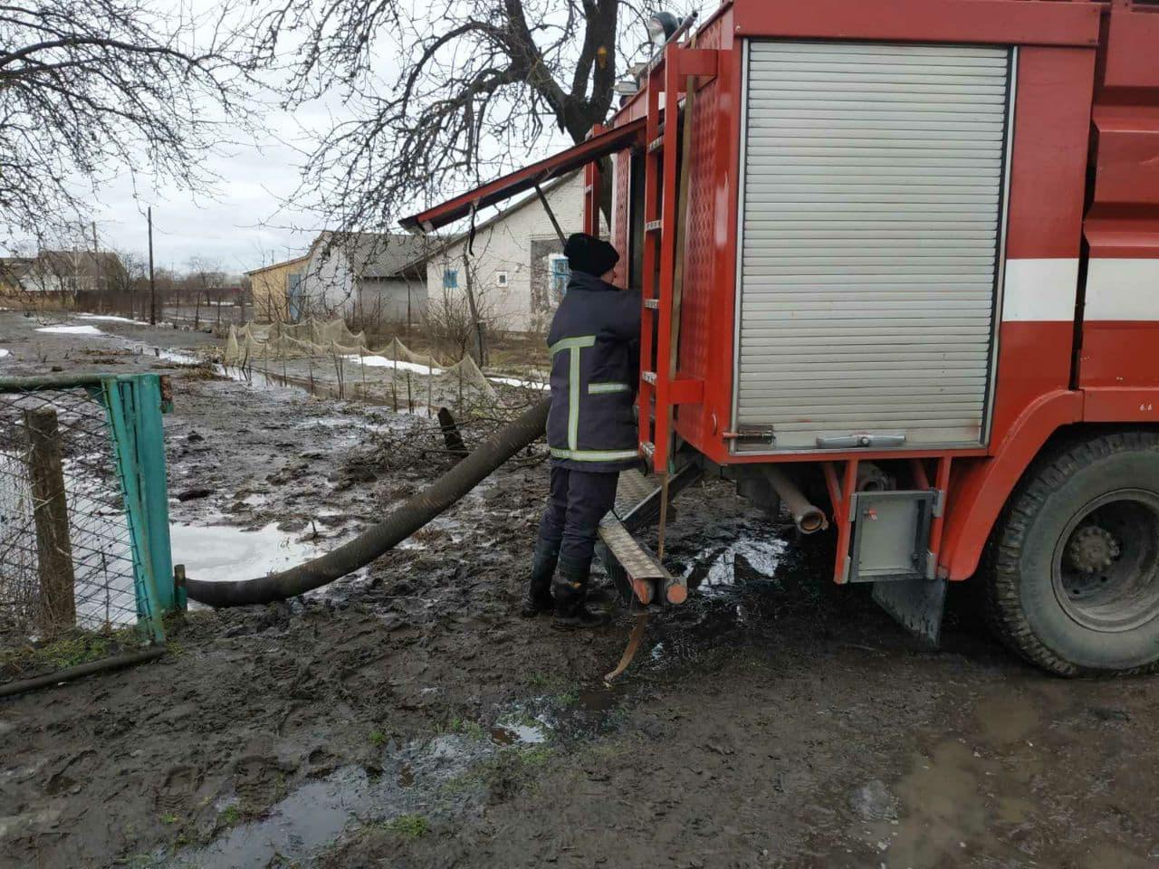 Минулої доби волинські рятувальники відкачали 420 кубометрів талої води з приватних господарств