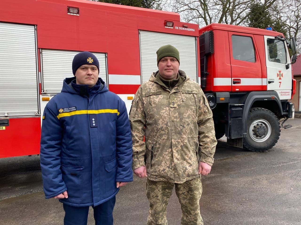 На Волині рятувальник разом з військовослужбовцем врятували на пожежі людину