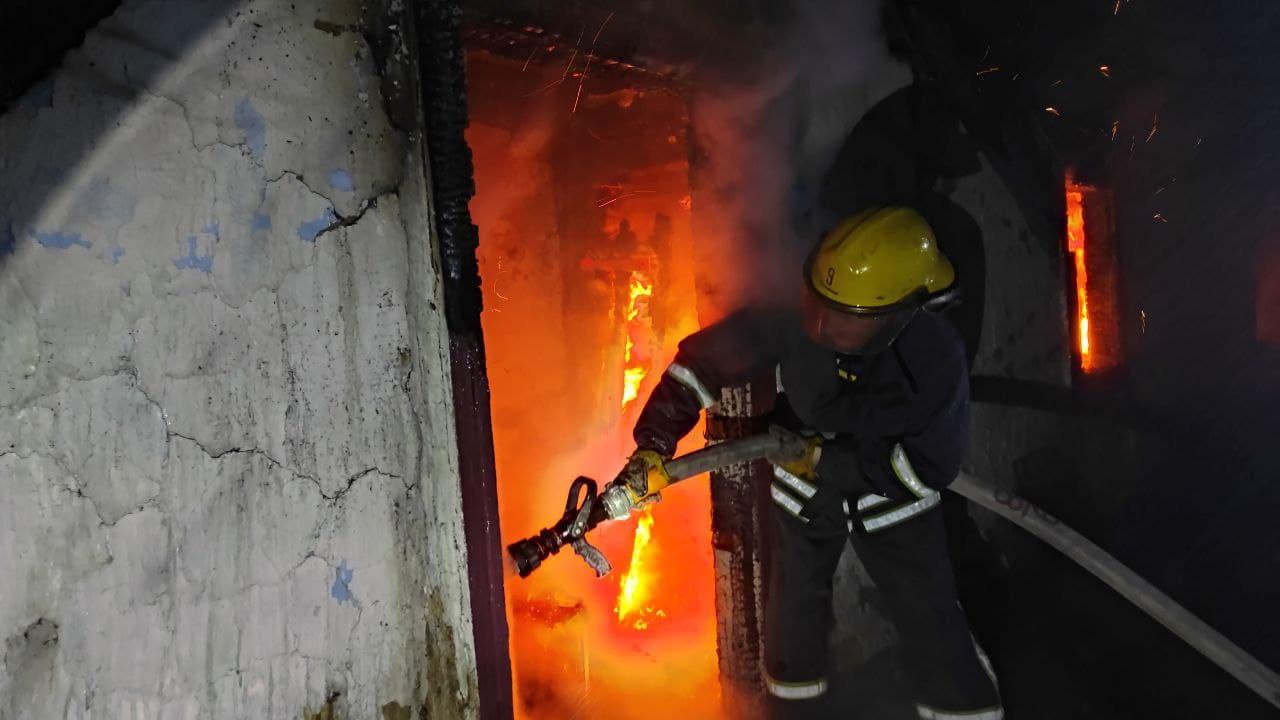 На Волині вогнеборці загасили пожежу двох господарських споруд та врятували житловий будинок пенсіонерки