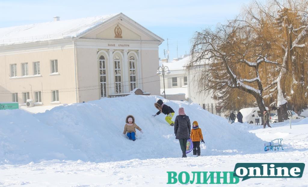У Луцьку для розчищення снігу на тротуарах планують придбати нову техніку