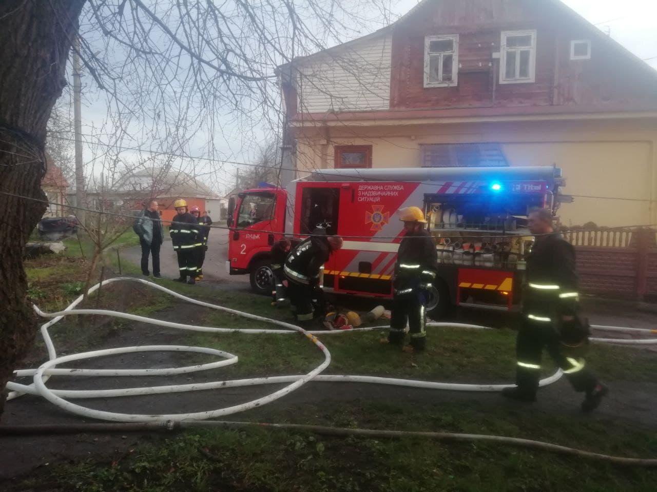 Троє загиблих: у Луцьку правоохоронці з'ясовують обставини пожежі у приватному секторі