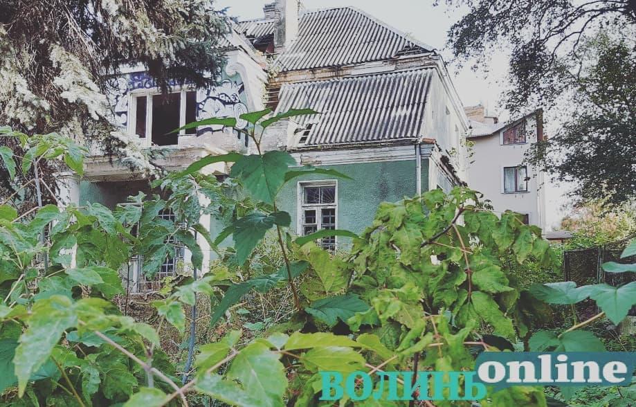 Колись належала громаді: луцька історична садиба, яку зносять, була під арештом. ХТО ВЛАСНИК