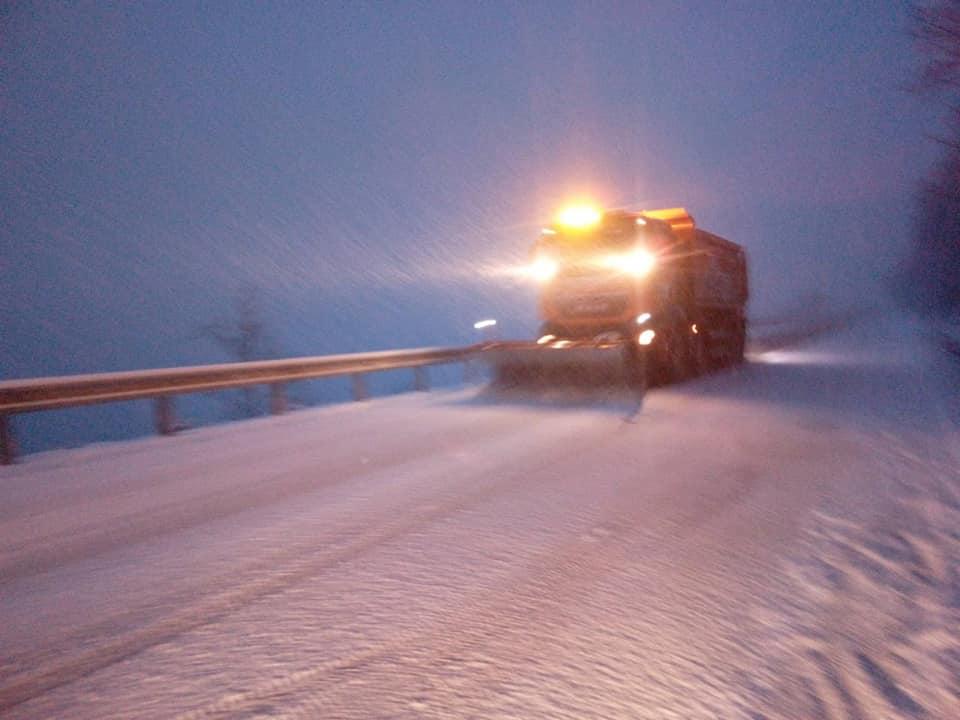 На Закарпатті сніжить, найскладніша ситуація – на Ужоцькому перевалі