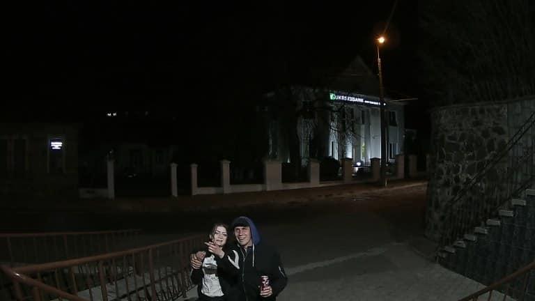 У Луцьку затримали осіб, які викрали прапор з будівлі міськради
