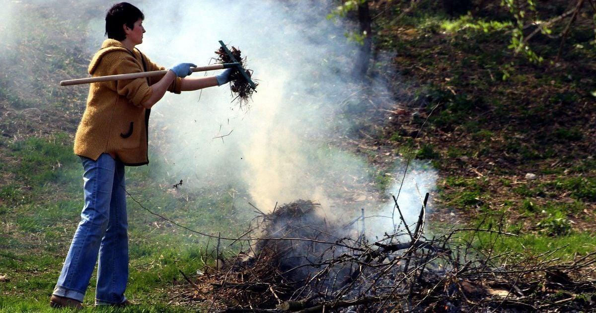 Двоє волинян заплатять штрафи за спалювання відходів