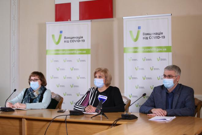 Медичні експерти та представники Волинської ОДА розповіли про вакцинальну кампанію