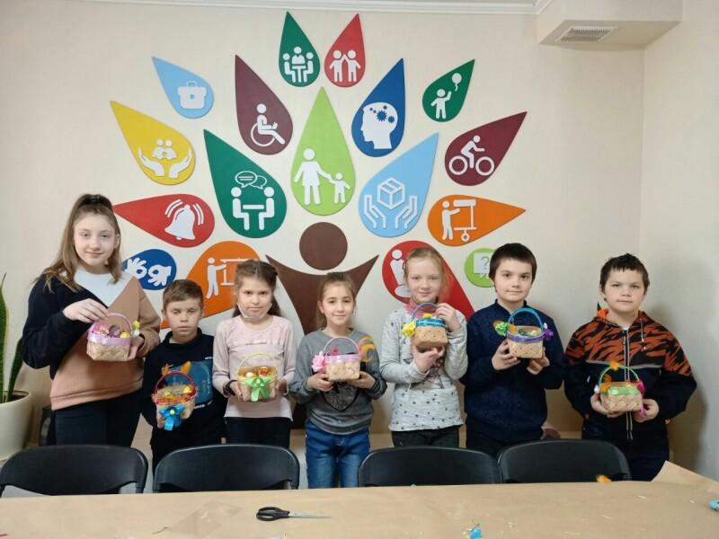 У Луцьку для дітей з інвалідністю організували майстер-класи з виготовлення «Пасхального кошика»