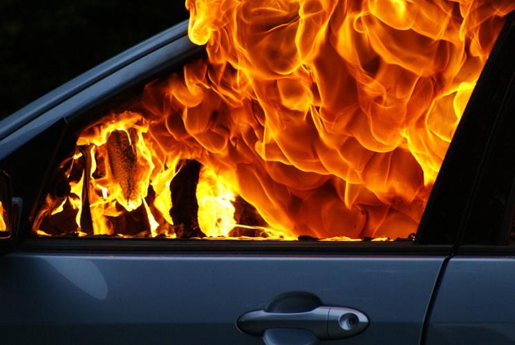 На Волині за добу загасили дві пожежі автомобілів