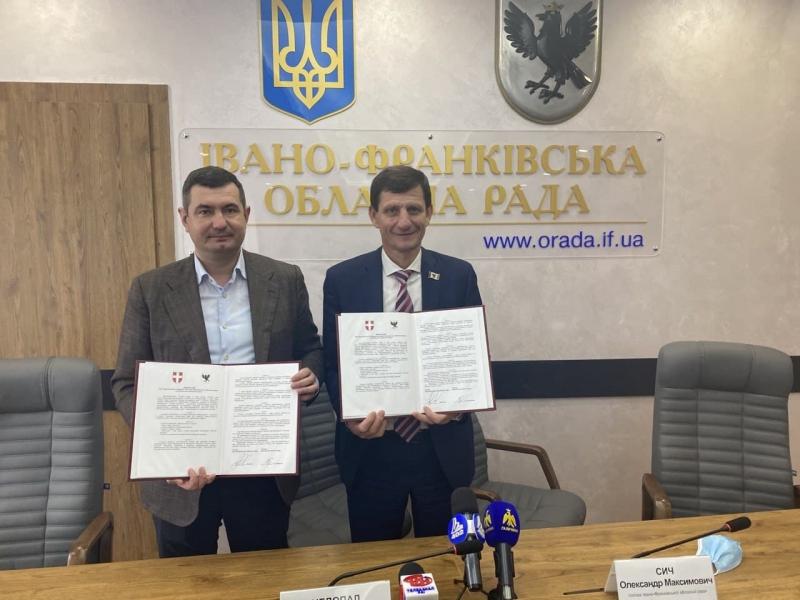 Підписали Меморандум про співпрацю Волиньради з Івано-Франківською облрадою