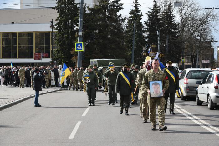 У Луцьку провели в останню путь загиблого на Сході України Сергія Сулиму