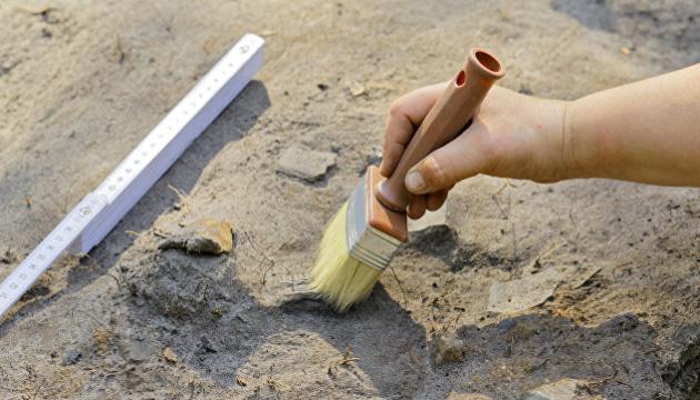 На Тернопільщині у кам'яній гробниці знайшли артефакти віком до п'яти тисяч років