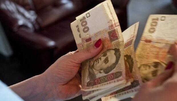 «Карантинні» 8 тисяч: чи даватимуть гроші в регіонах, які вже вийшли з «червоної» зони