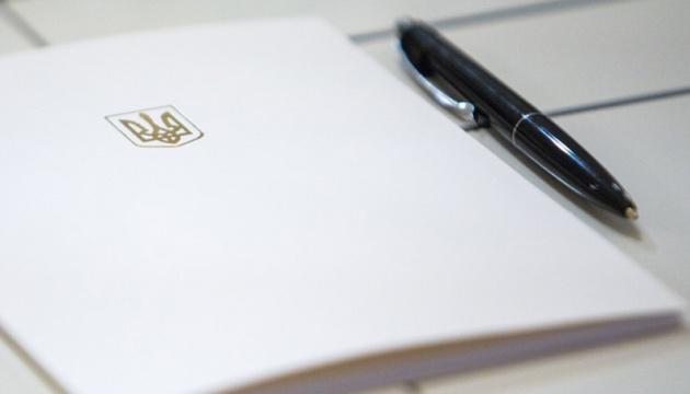 Е-паспорти прирівняли до паперових – Зеленський підписав закон