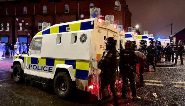 У Північній Ірландії поліція розганяла протестувальників водометами