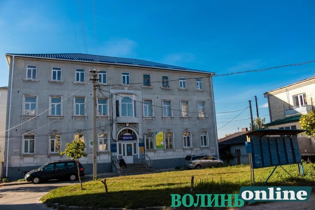 Приміщення адмінбудівлі у центрі Луцька ремонтуватимуть за понад 100 тисяч