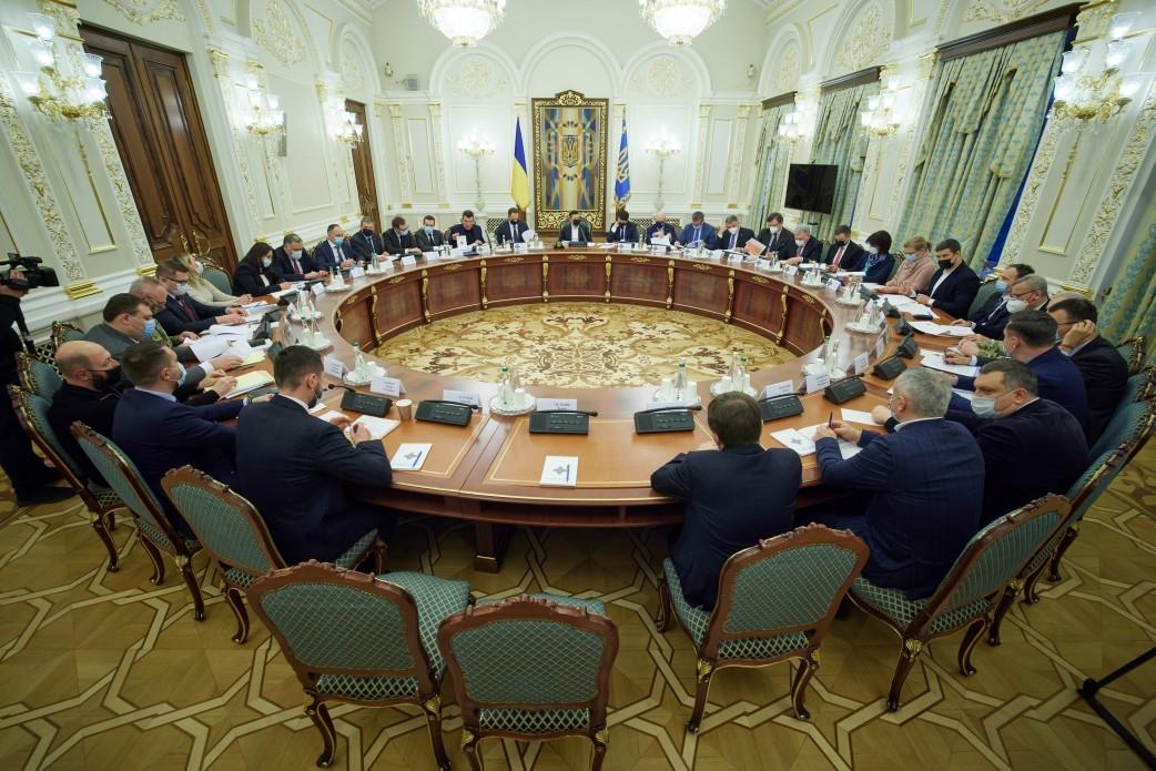 РНБО у таємному режимі обговорить ситуацію на Донбасі