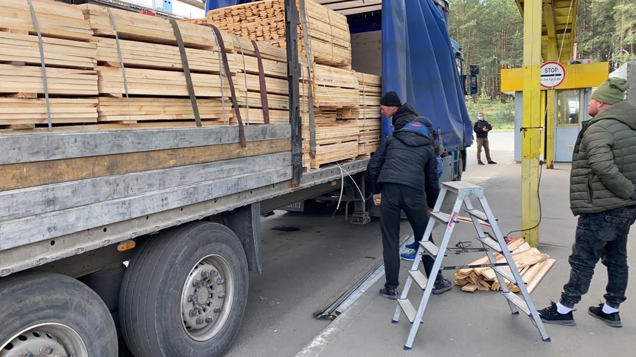 На Волині затримали поляка, який намагався вивезти з України велику партію сигарет