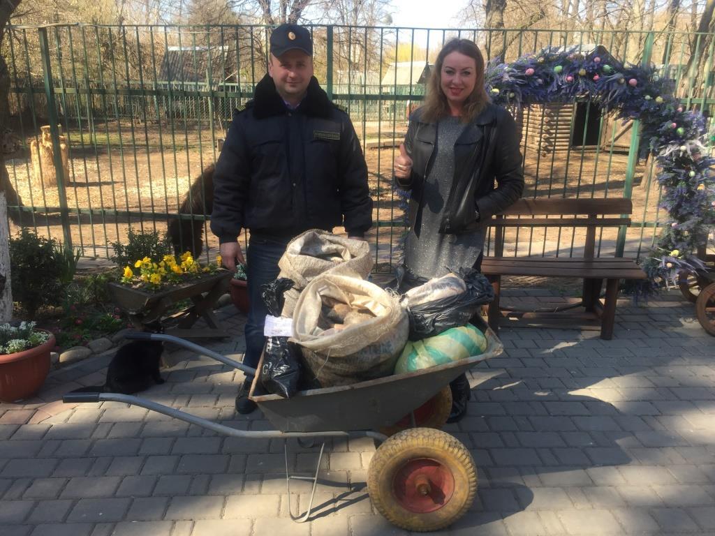 Волинські рибпатрульні передали Луцькому зоопарку 90 кілограмів риби