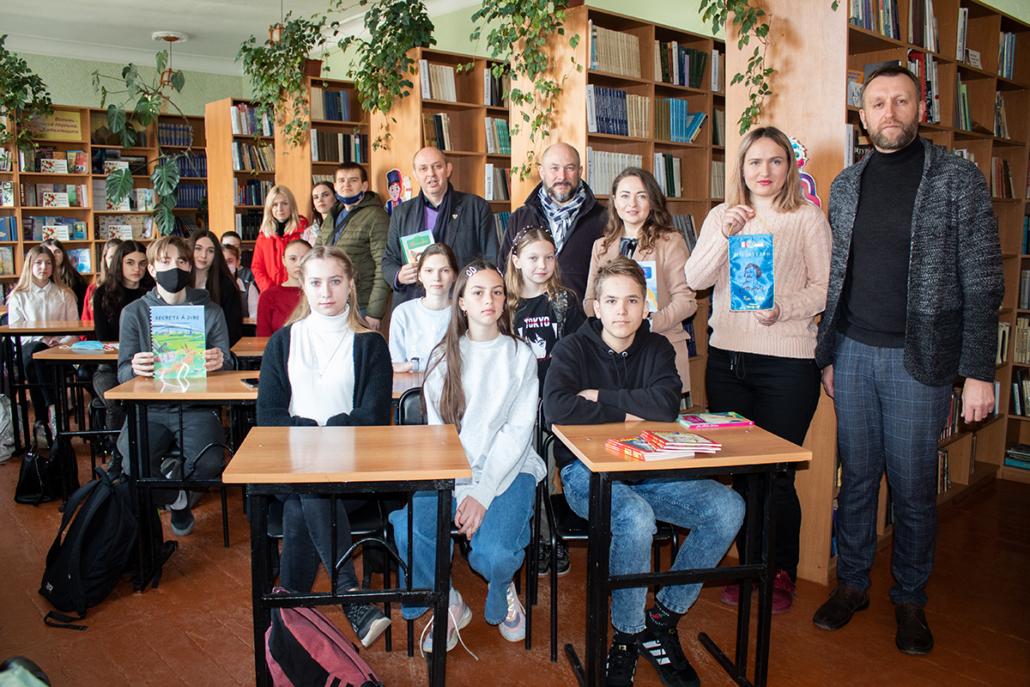 Нововолинський ліцей отримав книги від франкомовної спільноти