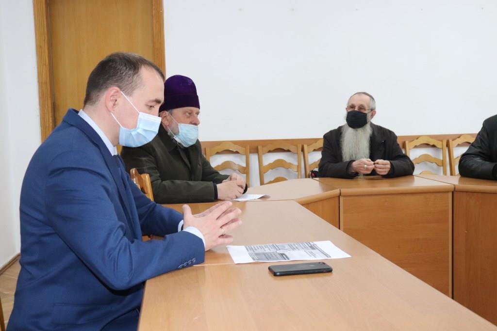 Міська влада Володимира-Волинського обговорила з духовенством карантинні обмеження на час Великодніх свят